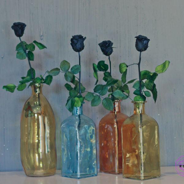 Butelka winston w aranżacji z różami Rose Belle