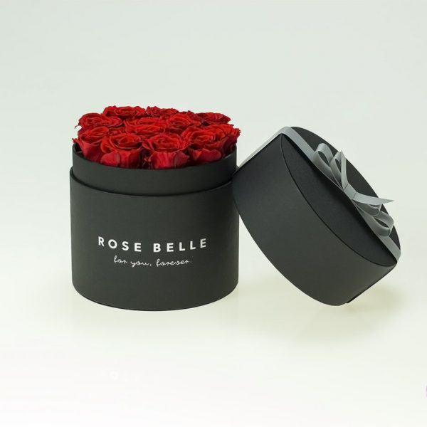Wieczne róże w czarnym boxie