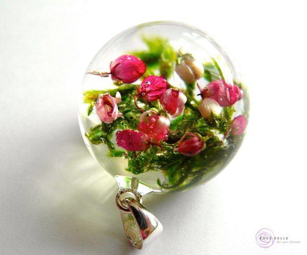 Artystyczny wisiorek od Rose Belle z wrzosem